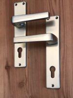 Maniglie e martelline in alluminio