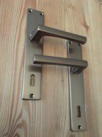 Maniglie e martelline in alluminio bronzate